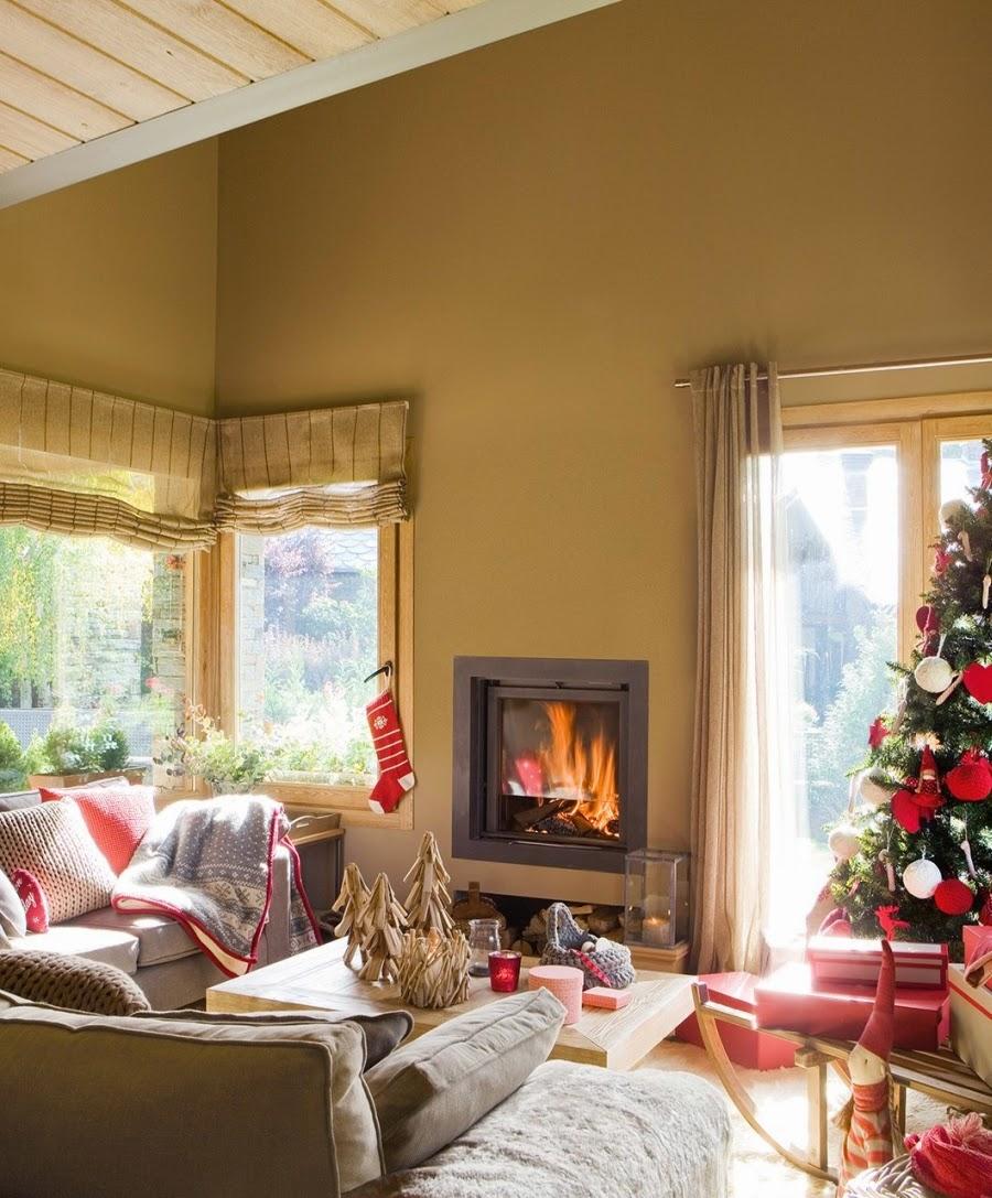 wnętrza, wystrój wnętrz, home decor, dekoracje świąteczne, christmas decor, Boże Narodzenie, Święta, choinka, dom, mieszkanie, domek w górach, salon, kominek