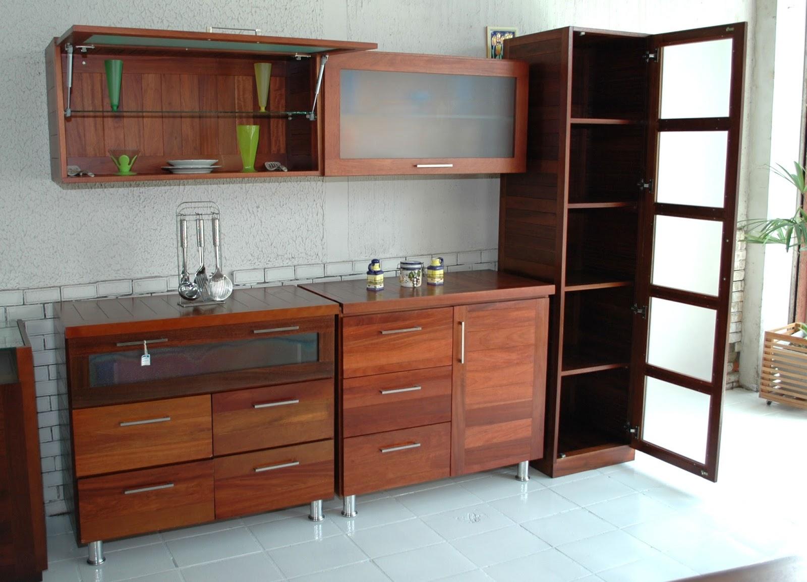 em madeira e MDF: Móveis planejados com resíduos de madeira #733E29 1600x1155