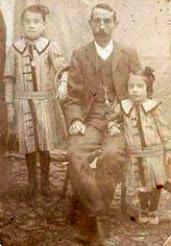 José Salas Mateo con sus hijas Antonia y Teresa Salas Fernández
