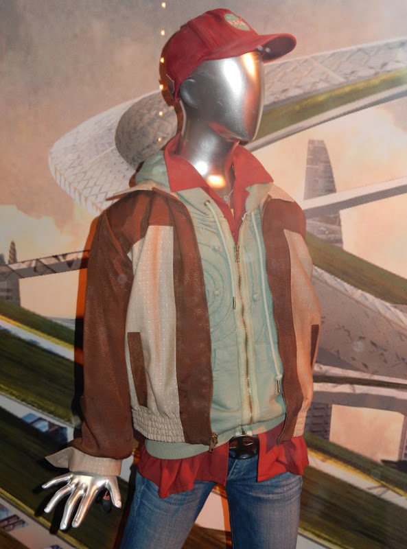 Tomorrowland Casey Newton film costume