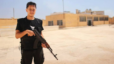 Faisal Hamdi Warganegara Malaysia Berjuang Di Barisan Hadapan Bersama Mujahidin Di Syria | Fasial Hamdi Bergambar Memegang Senapang AK47