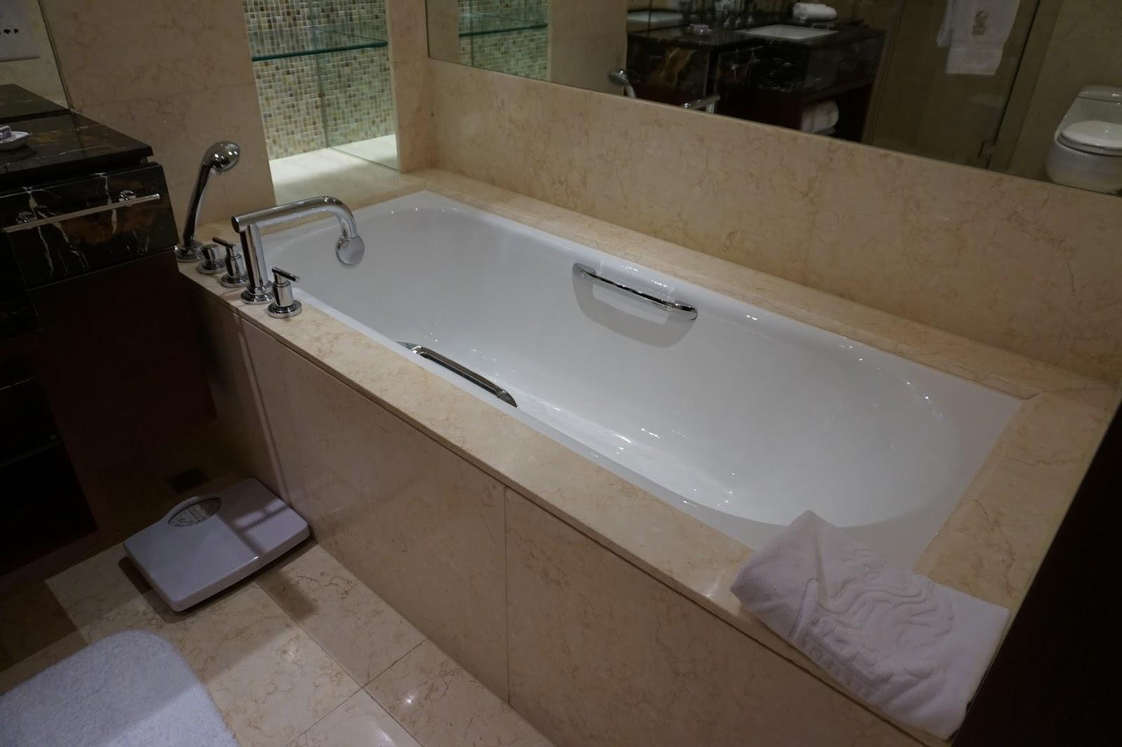 portman ritz-carlton shanghai china prc hotel review deluxe room bathroom