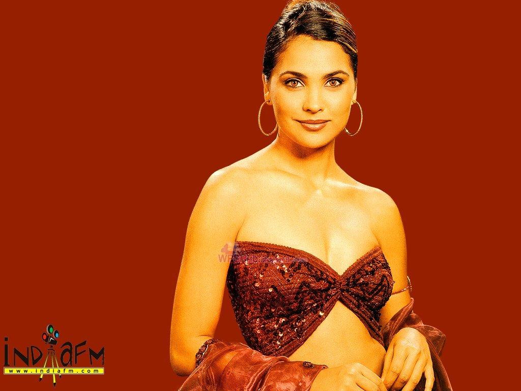 Download latest glamorous wallpapers of stylish lara dutta bollywood