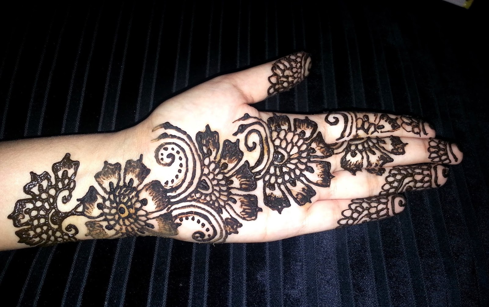 Mehndi Designs Heart : Easy and enthralling arabic mehendi designs the best of weetnow