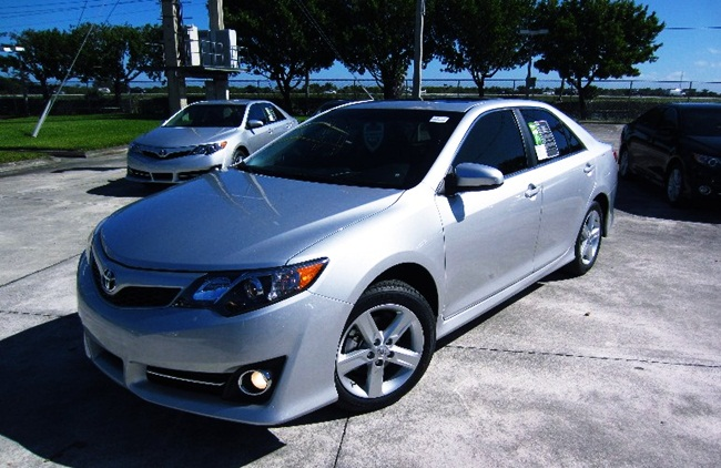 2012 toyota camry se review toyota camry usa. Black Bedroom Furniture Sets. Home Design Ideas