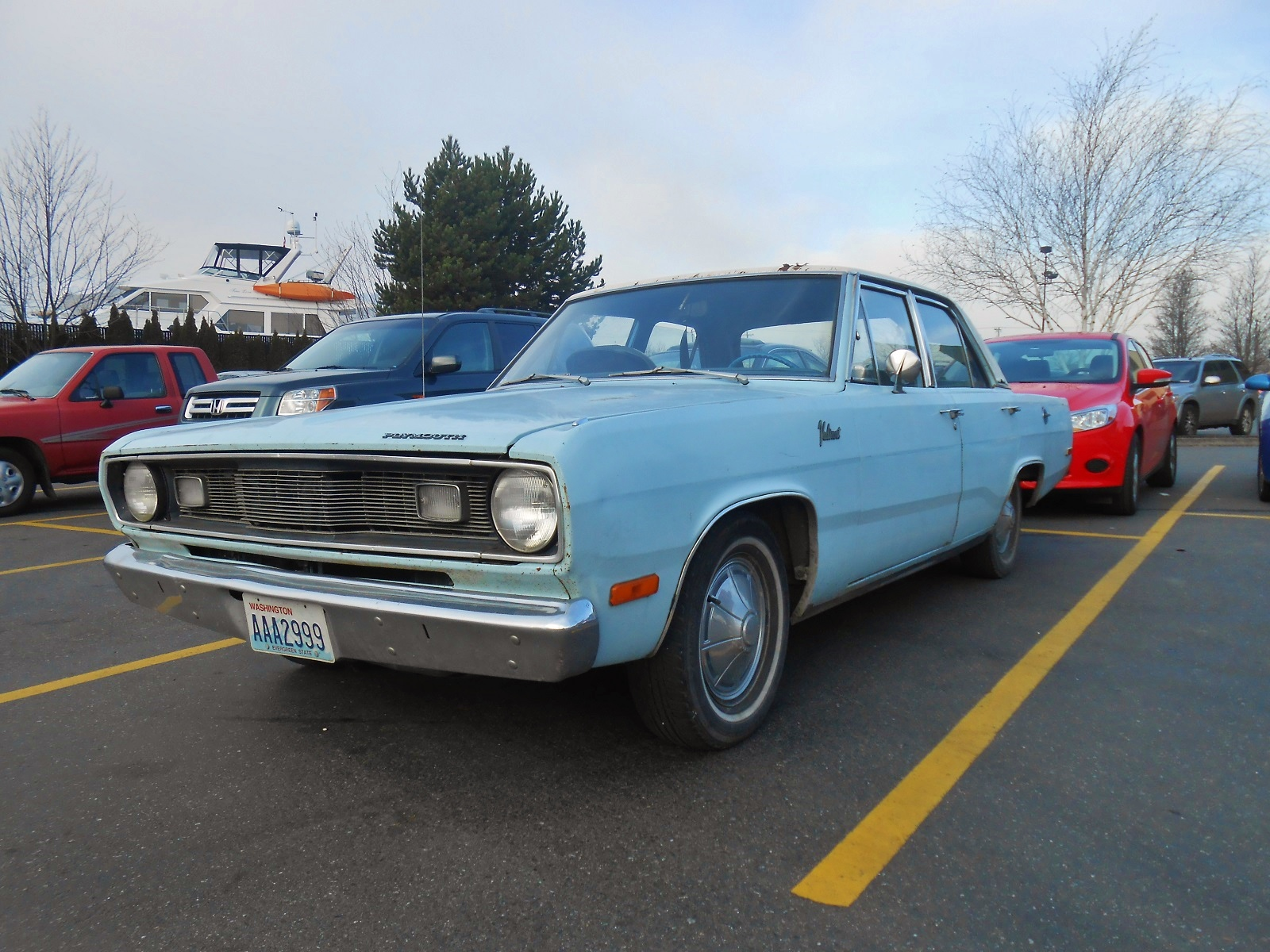 Seattle\'s Parked Cars: 1971 Plymouth Valiant