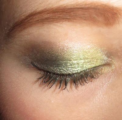 Stila Eye Shadow Trio in Going Green on eyes