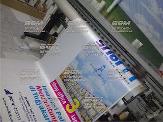 X Banner Luster dengan Pesona Kilau Pelangi