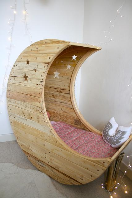 un berceau en bois de palette. Black Bedroom Furniture Sets. Home Design Ideas