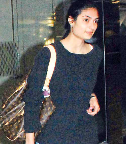 bollywood star kids suniel shetty�s daughter to make