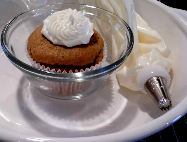 pumpkin cupcake, pumpkin muffins, cream cheese frosting, pumpkin muffin with cream cheese