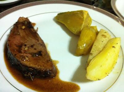 Carne al horno con papas y batatas