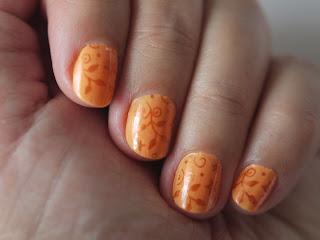 Manicura Naranja con Estampación