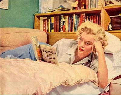 Marilyn Monroe lendo Leaves of Grass