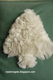 ozdobna poszewka poduszka zimowa ręcznie uszyta choinka falbanki biała  zimowa
