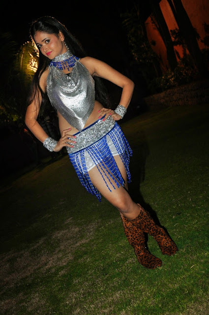 Shreya Vyas in Sizzling Silver Top Backless Choli and White Shorts Spicy Pics