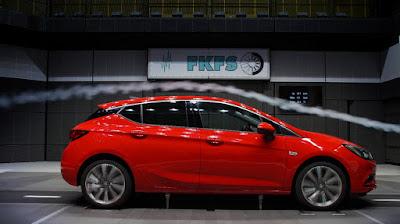 Το νέο Astra με Opel OnStar και IntelliLink