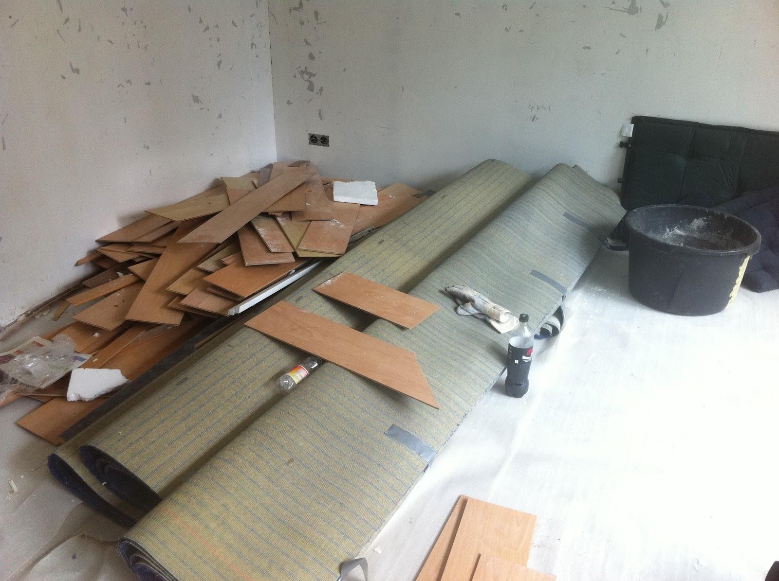 nestbaublog tag 7 fliesen raus fliesen rein. Black Bedroom Furniture Sets. Home Design Ideas