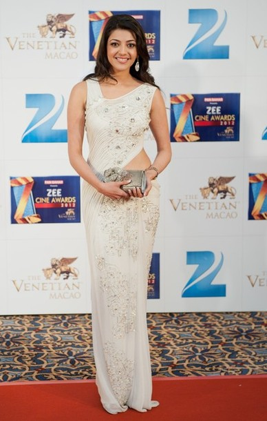 Kajal Agarwal in white saree1 - Kajal Agarwal in White Saree at Zee Cine Awards 2012 Red Carpet