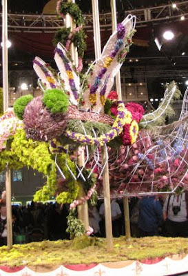 carousel bee made of flowers
