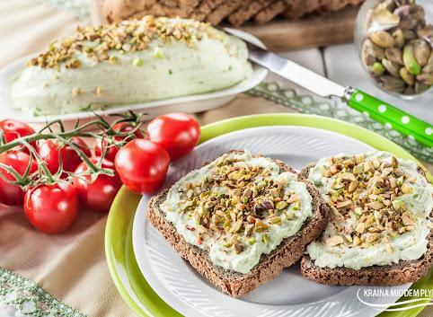 Kremowa pasta z awokado i pistacjami