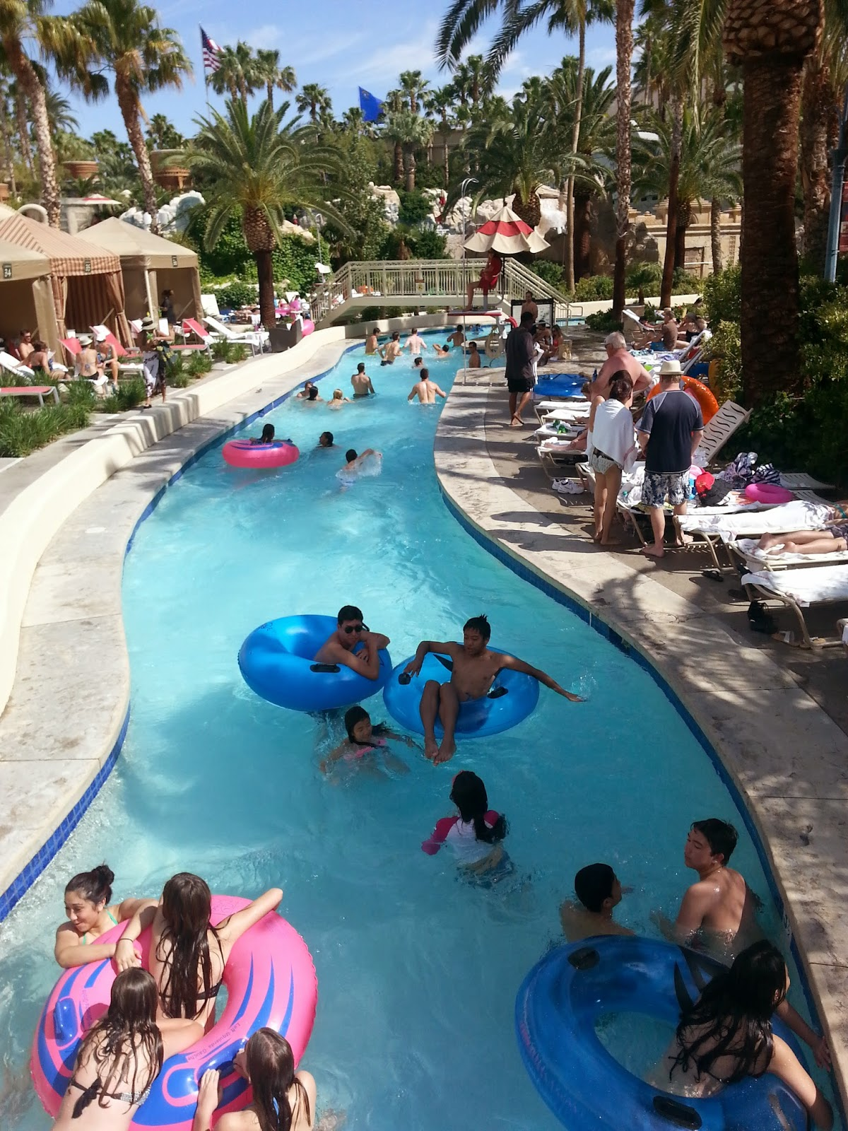 family friendly pools and parks in Las Vegas - Mandalay Lazy River