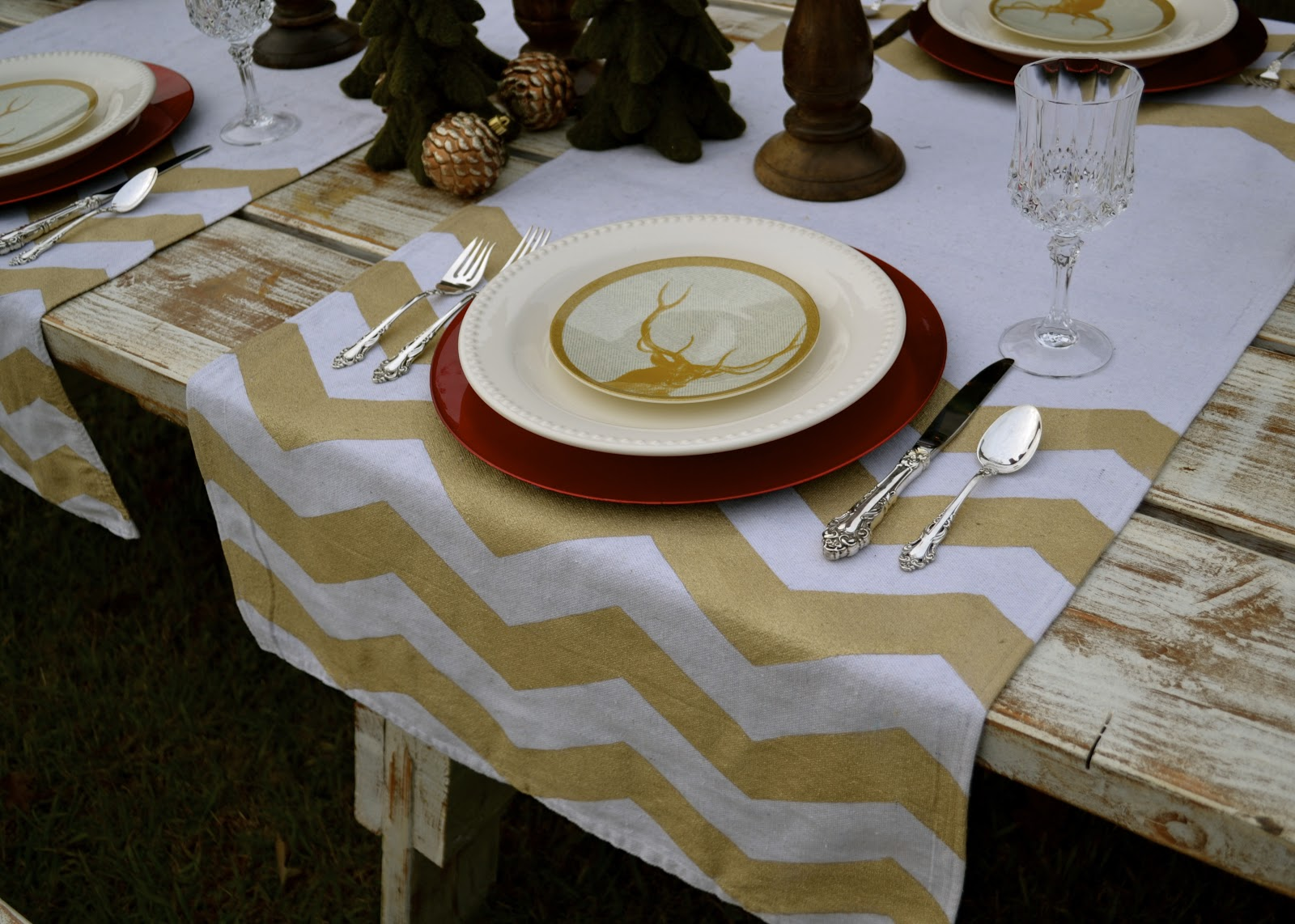 The domestic doozie diy painted chevron table runners for Easy diy table runner