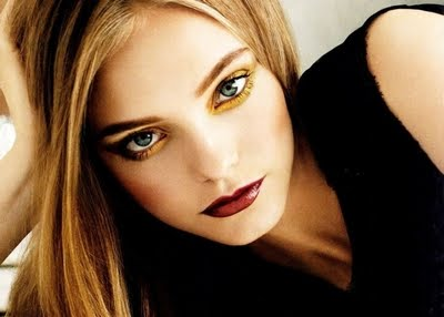 Nimue Smit Biography and Photos