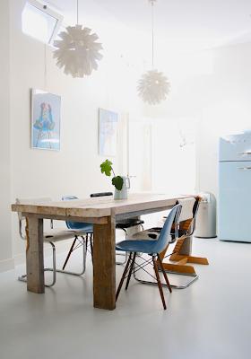 Lahodná holandská omáčka - starý dom, moderný nábytok a trocha tyrkysu