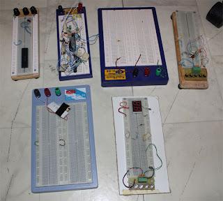 Perfekt att koppla sina elektronikprotoyper på. Nu säljer jag dessa fem plattor, allt i ett!