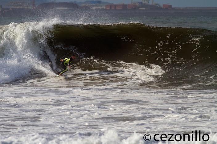 surfeando en el Ricks