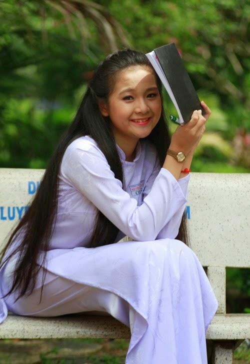 Diễn viên nhí Tam Triều Dâng xinh xắn với áo dài 18