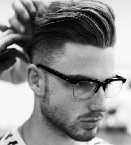 style rambut pria pakai kacamata