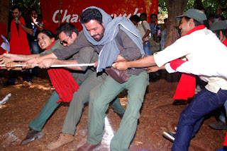 Prakash Jha, Arjun Rampal, Abhay Deol at promotion of movie 'Chakravyuh' in different way