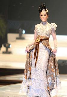 Desain Baju Pernikahan Motif Batik