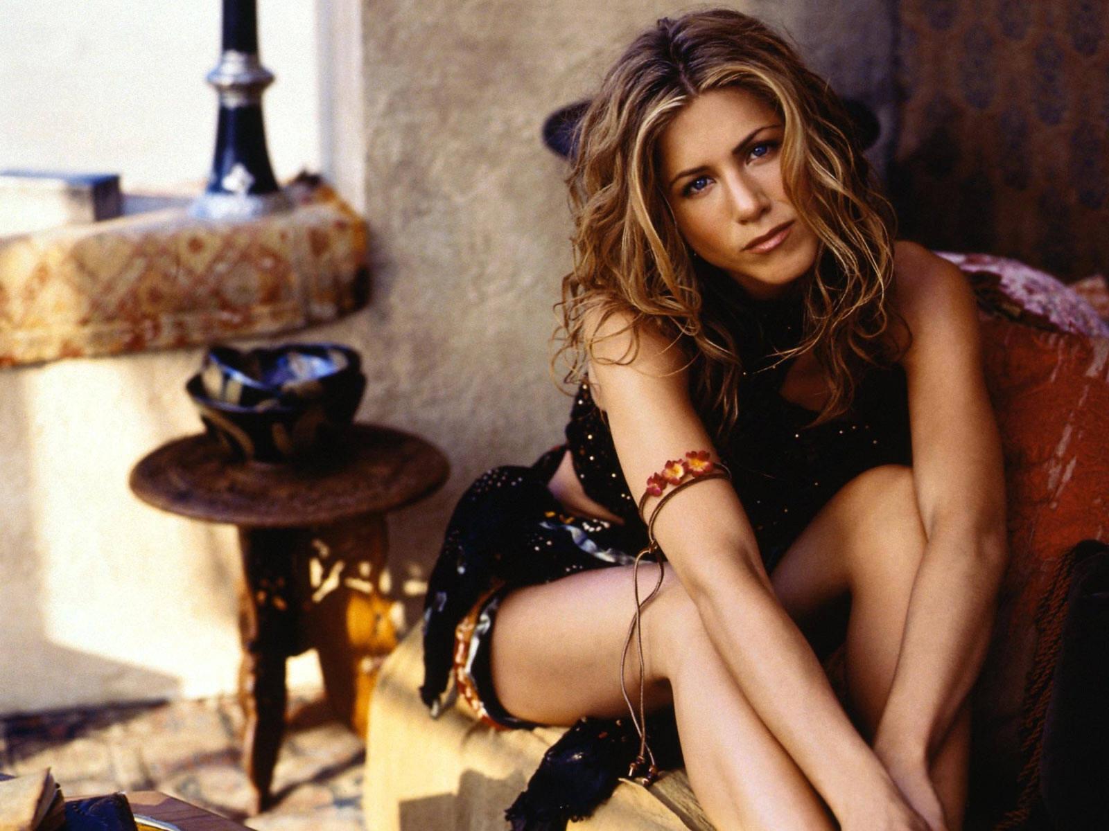 Monica Bellucci Close Up Photo - Female Celebrity ...