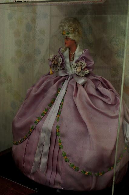 1930s crinoline lady