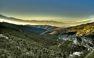 http://viajes.101lugaresincreibles.com/2014/07/8-rincones-curiosos-que-son-suficientes-para-enamorarse-de-cantabria/
