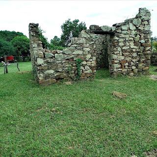 Ruínas do cotiguazú de Yapeyú, na Argentina.