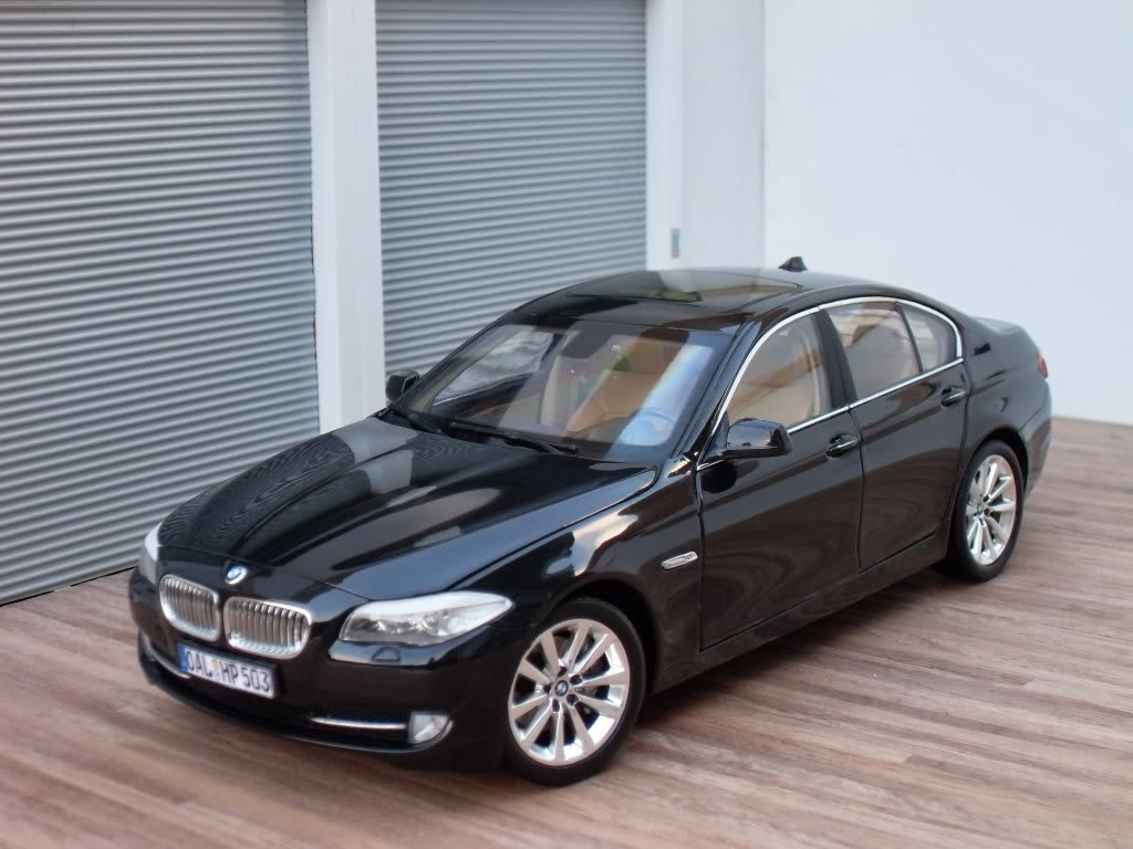 diecast hobby welly bmw 530i 1 18. Black Bedroom Furniture Sets. Home Design Ideas