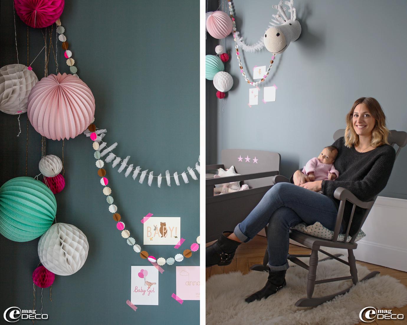 Guirlandes en tarlatane de coton et en papiers colorés 'Mi-avril', boules en papier et cartes postales 'Le Petit Souk'