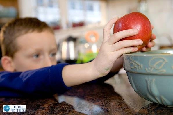 Lograr que los niños coman frutas