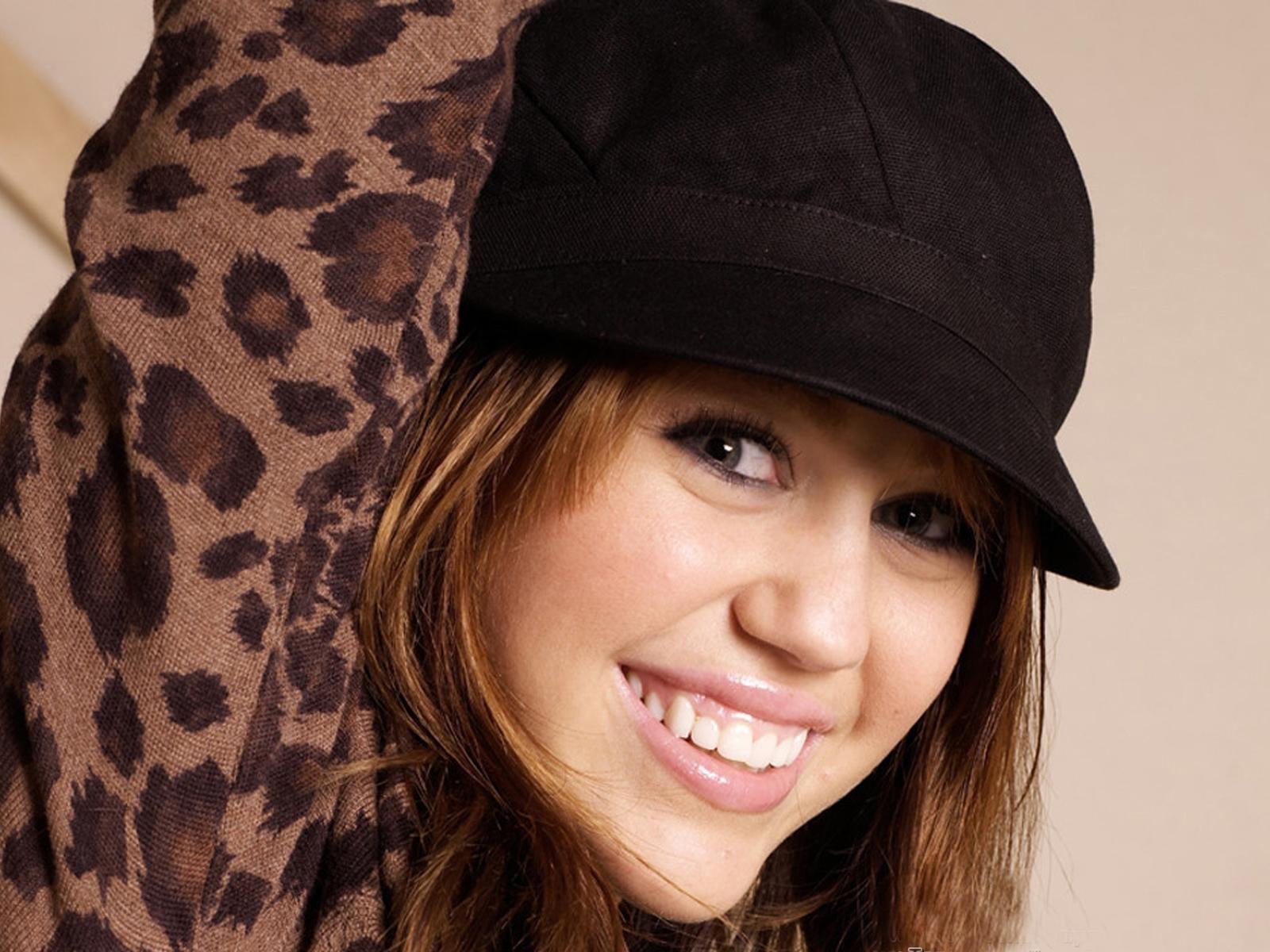 http://3.bp.blogspot.com/-11dpr3OzBpo/UBrF9d1m4jI/AAAAAAAAGkE/AdUN7LwKDE4/s1600/Miley+Cyrus+wallpapers-vviphawallpapers+%252860%2529.jpeg