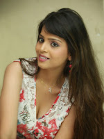 Komal Sharma New Glamorous Photos-cover-photo