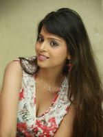 Komal Sharma New Glamorous Photos-cover-photo