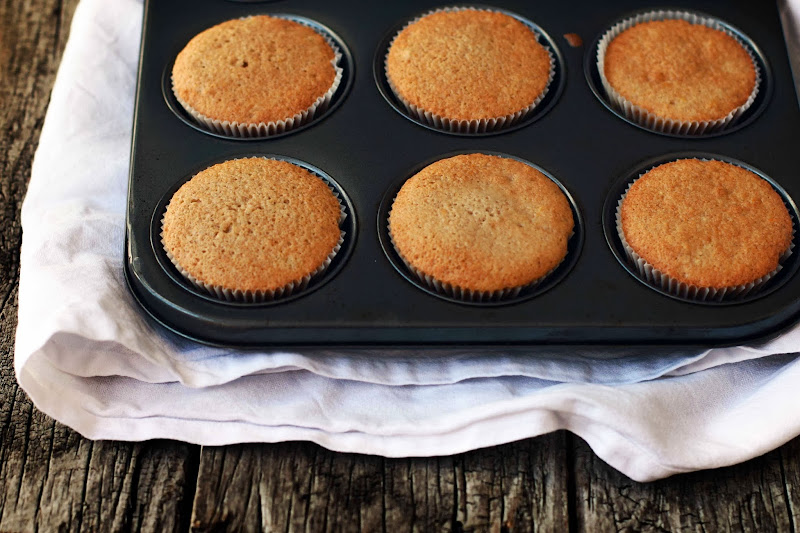 how to make cupcakes without caster sugar and vanilla extract