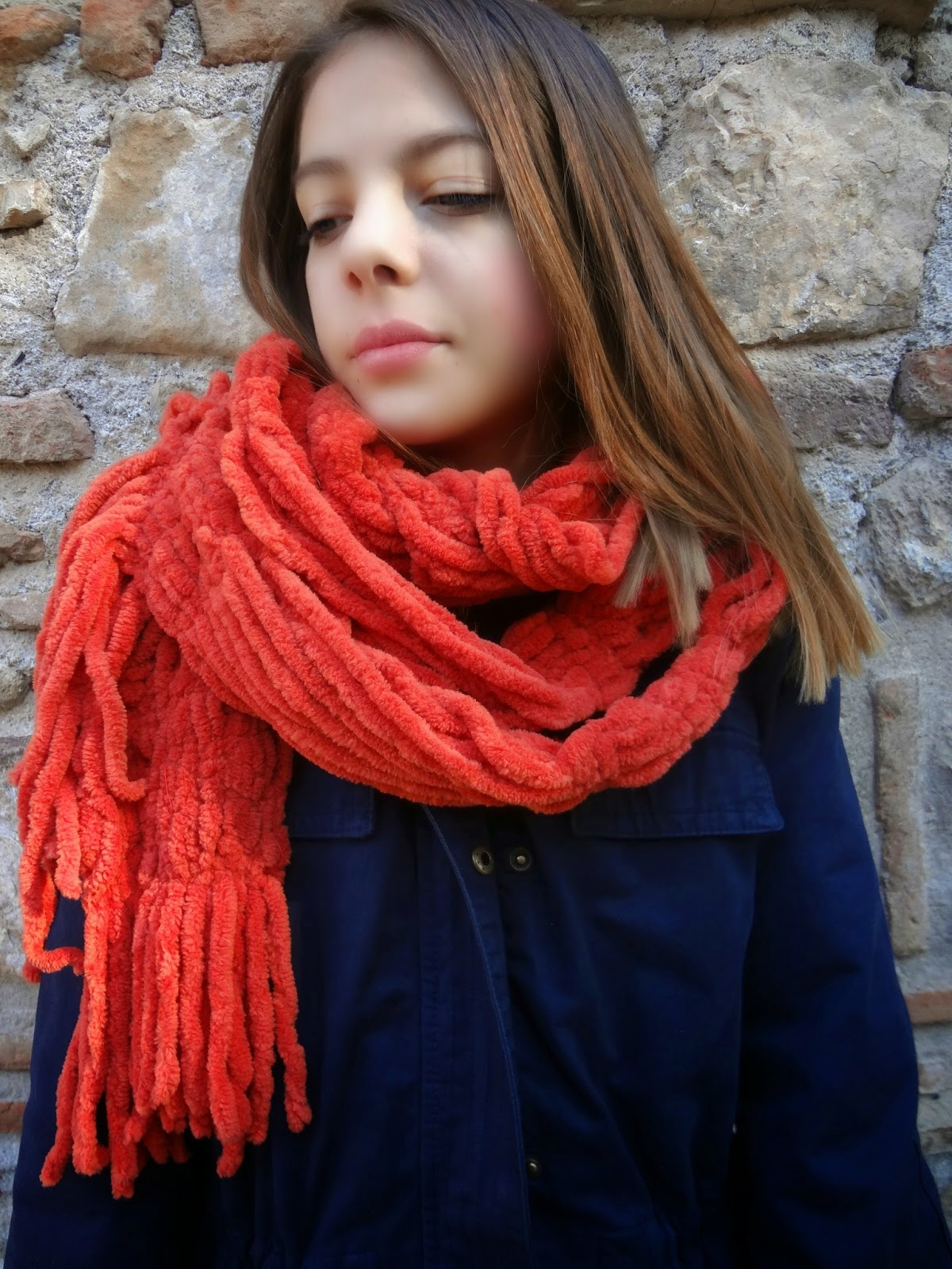 http://thelittletreasures.blogspot.com/2014/11/no-knit-just-sew-drape-scarf-tutorial.html