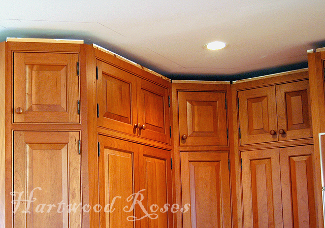 Hartwood Roses Kitchen Crown Molding