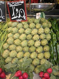 Alcachofas a el mercado de Málaga