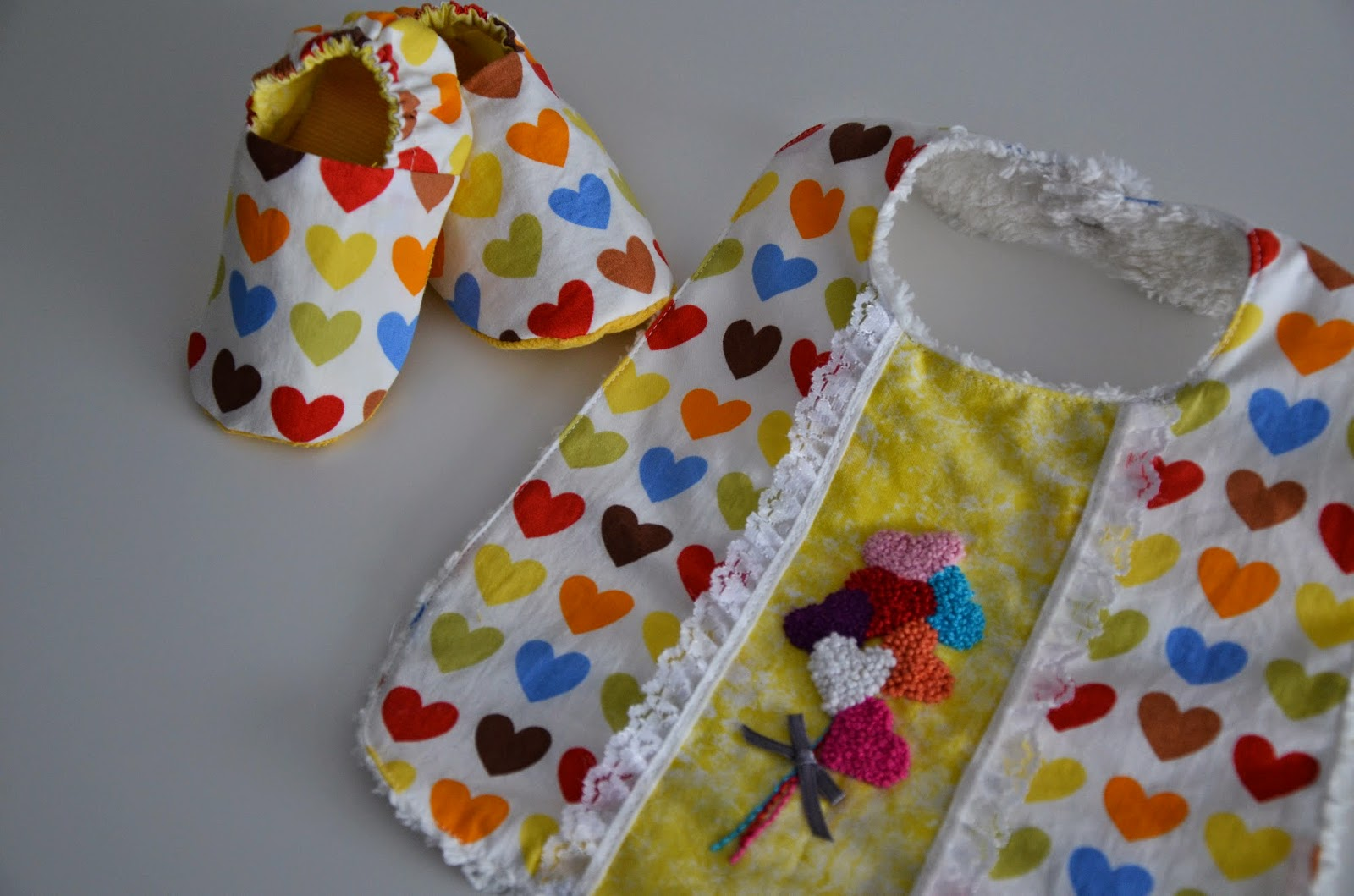 French knots bib and reversible shoes set by MADE BY Y